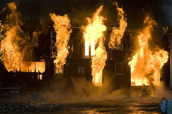 сгорел дом что делать?